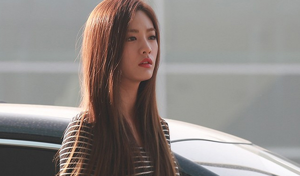 01. Comeback To The Show Airport-Fashion-NANA-After-School