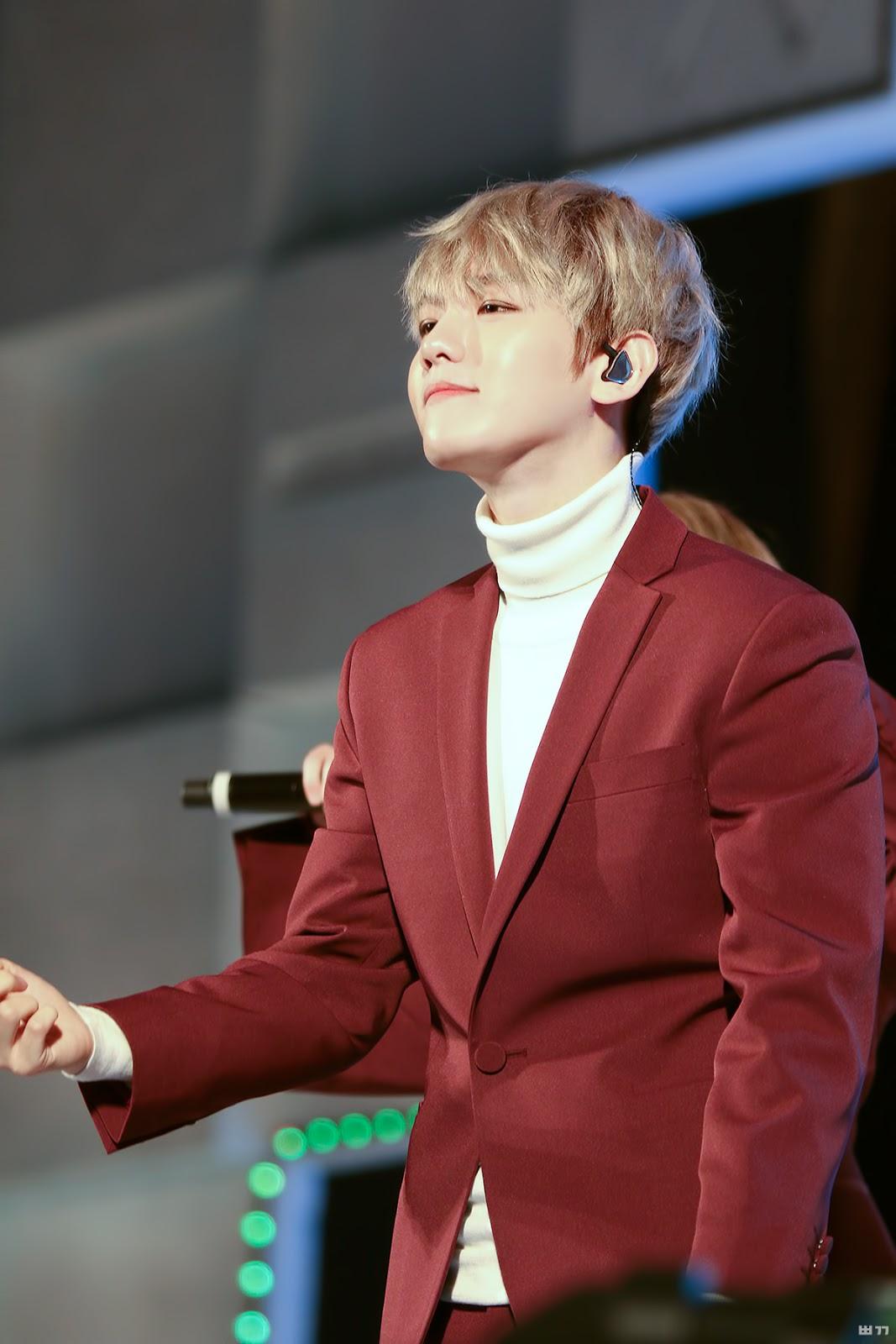 Sehun Exo >> Photo )) EXO Baekhyun With Red And Pink • Kpopmap