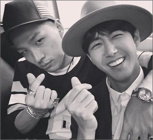 taeyang kwang hee finger heart