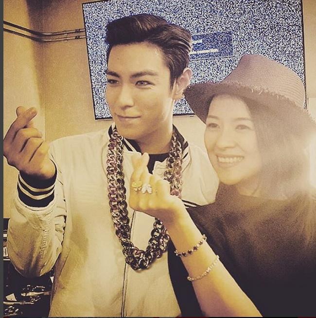 top zhang ziyi finger heart