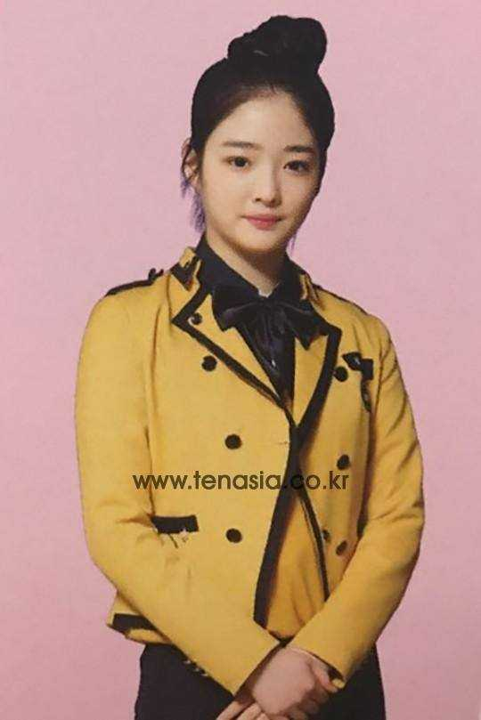 dia eunjin high school graduation yearbook photo