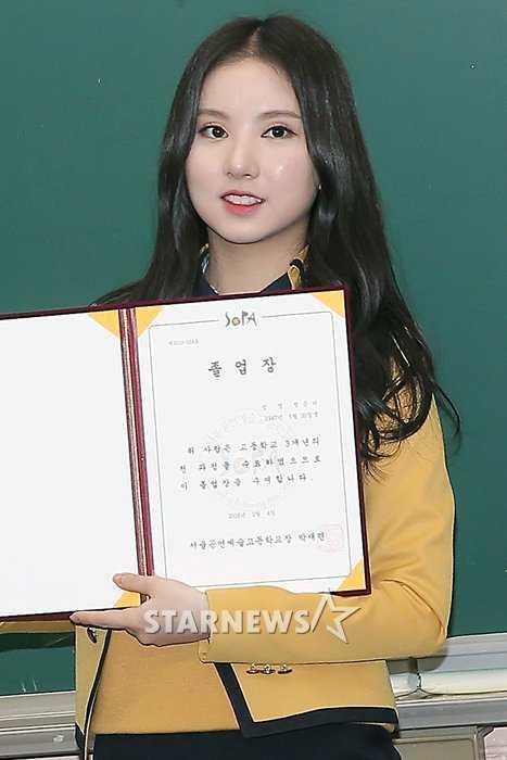 gfriend eunha graduating high school yearbook photos
