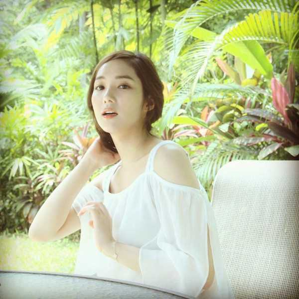 Photo )) Park MinYoung With Travel Photography • Kpopmap