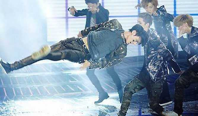 See 13 Of Badly-Timed Photos Of Idols