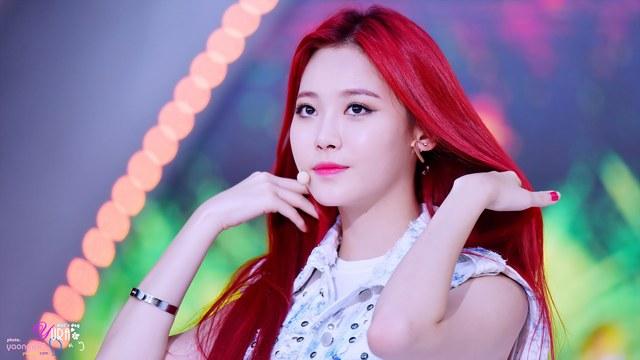 18 K Pop Idols Who Slay The Cherry Red Hair Kpopmap