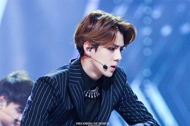 kpop idols, kpop male idols, sexy kpop idols, kpop idol jaw lines, kpop jaw lines, kpop v line, got 7 mark jaw line, baekhyun jaw line, sehun jaw line, mingyu jaw line, minhyuk jaw line, infinite l jaw line, jonghyun jaw line, jinwoo jaw line, jinhwan jaw line