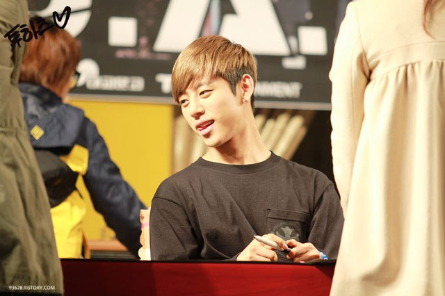 kpop habits, kpop idol habits, kpop cute idols, daehyun cute habit, daehyun habit, daehyun tongue, daehyun tongue habit
