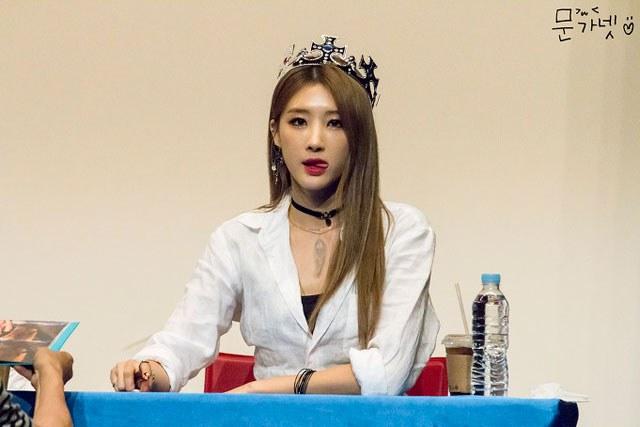 kpop habits, kpop idol habits, kpop cute idols, hyuna cute habit, hyuna habit, hyuna tongue, hyuna tongue habit