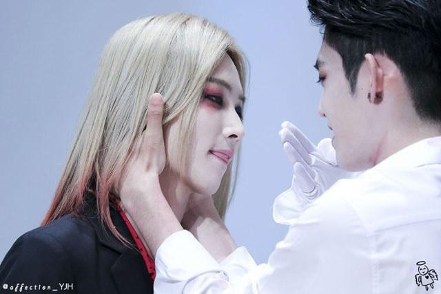 kpop habits, kpop idol habits, kpop cute idols, jeonghan cute habit, jeonghan habit, jeonghan tongue, jeonghan tongue habit