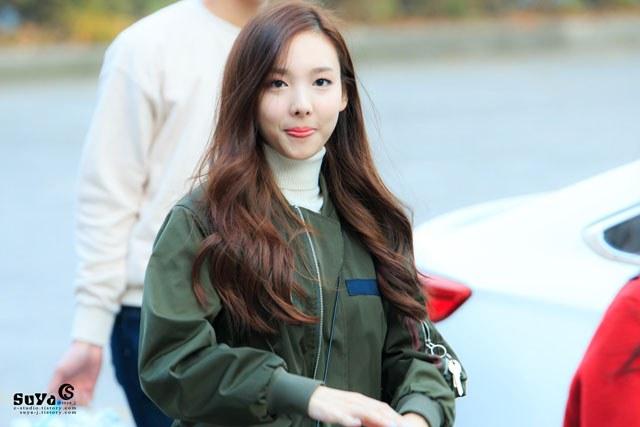 kpop habits, kpop idol habits, kpop cute idols, nayeon cute habit, nayeon habit, nayeon tongue, nayeon tongue habit
