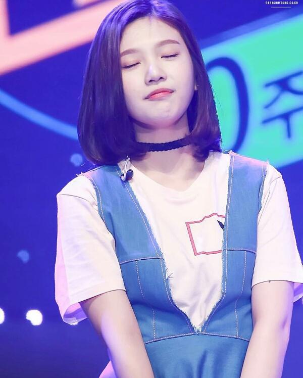 kpop idol, kpop male idol, kpop idol kiss, kpop idol kissing, kpop idol closing eyes, red velvet joy kiss, red velvet joy kissing