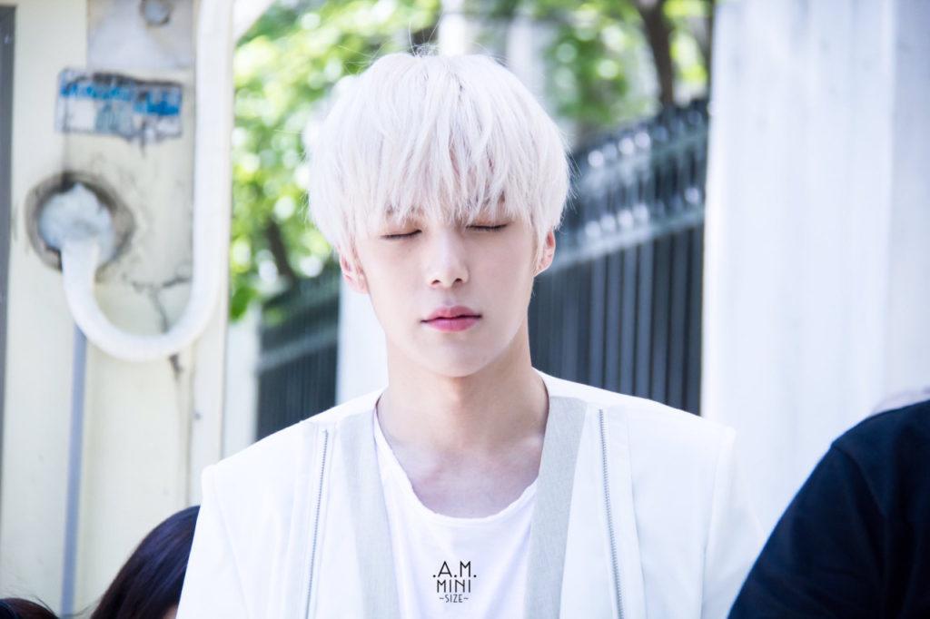 kpop idol, kpop male idol, kpop idol kiss, kpop idol kissing, kpop idol closing eyes, minhyuk kiss, minhyuk kissing