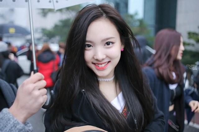 hair Girl with eyes black dark