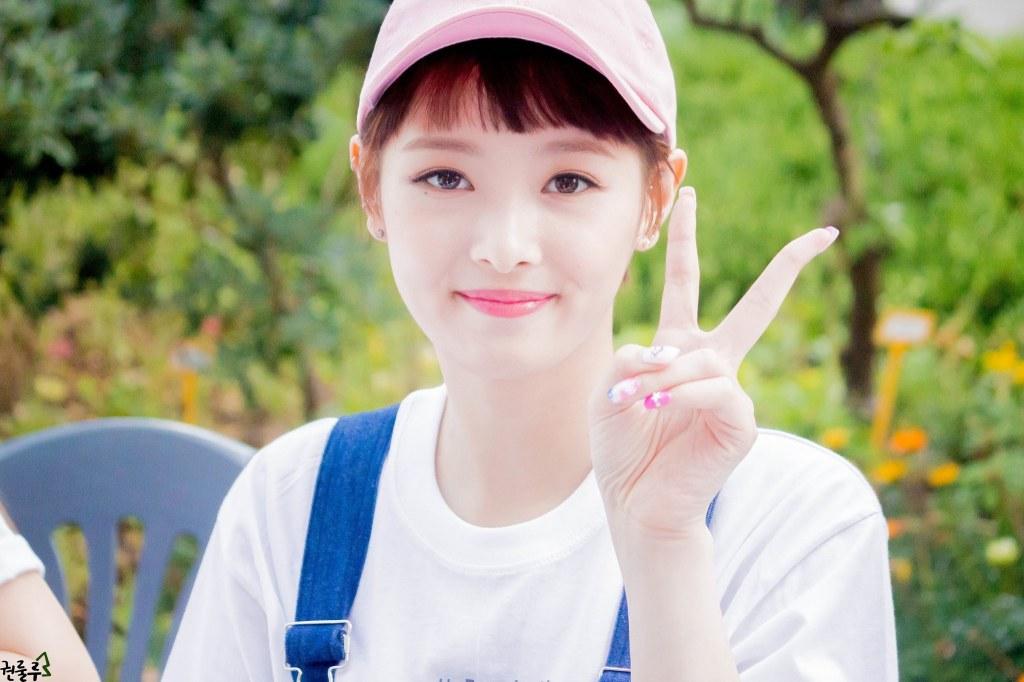 10 K Pop Idols Setting The Short Choppy Bangs Trend Kpopmap