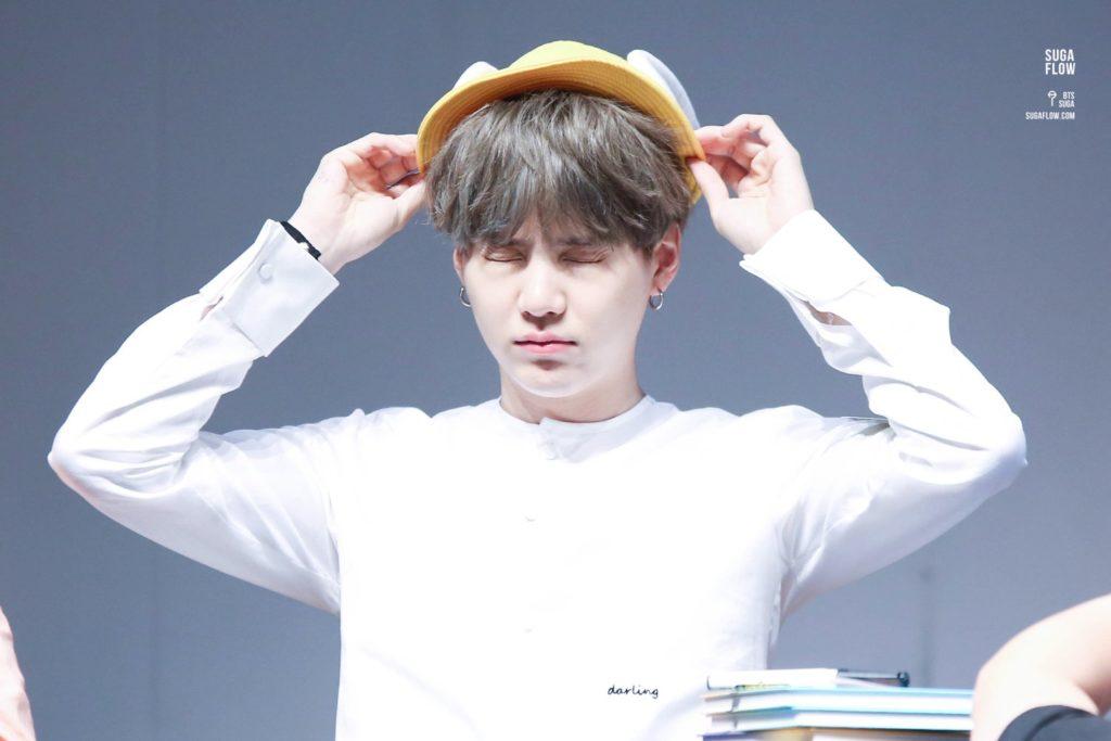 kpop idol, kpop male idol, kpop idol kiss, kpop idol kissing, kpop idol closing eyes, suga kissing, suga kiss
