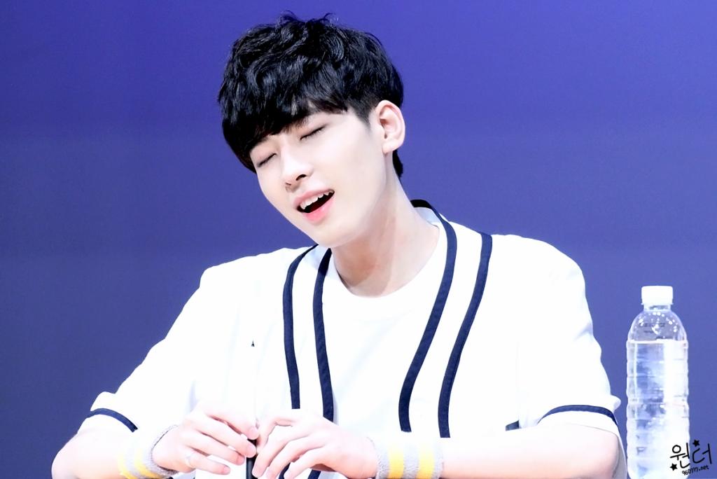 wonwoo kiss, wonwoo kissing, kpop idol, kpop male idol, kpop idol kiss, kpop idol kissing, kpop idol closing eyes