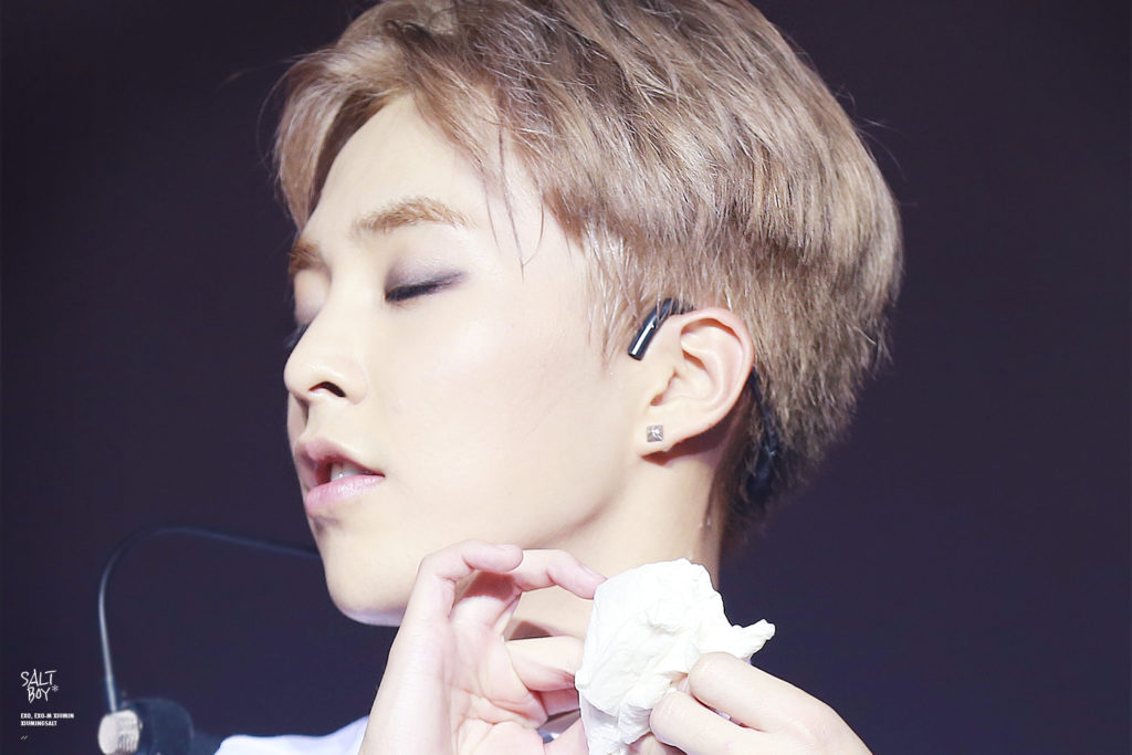 kpop idol, kpop male idol, kpop idol kiss, kpop idol kissing, kpop idol closing eyes, xiumin kissing, xiumin kiss