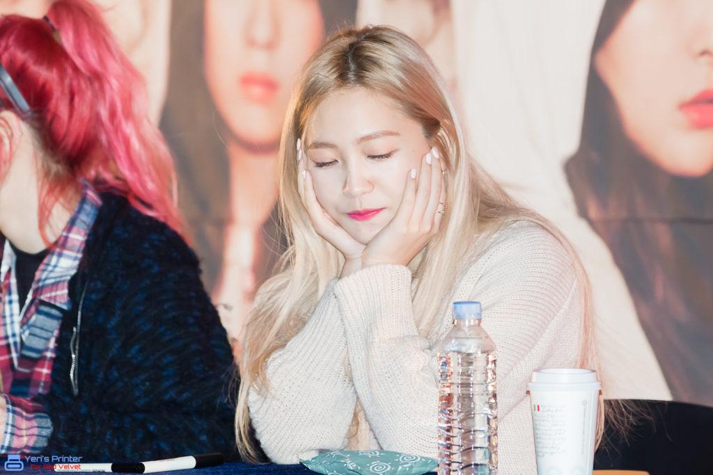 kpop idol, kpop male idol, kpop idol kiss, kpop idol kissing, kpop idol closing eyes, red velvet yeri kiss, yeri kissing