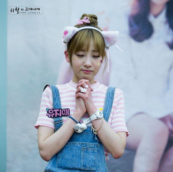 kpop idol, kpop male idol, kpop idol kiss, kpop idol kissing, kpop idol closing eyes, jiae kiss, jiae kissing