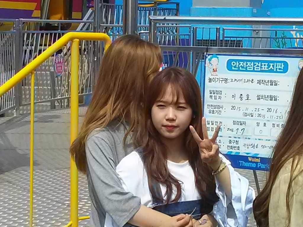kpop skinship, skinship kpop idol, kpop idol skinship, kpop idol kiss, kpop idol hug, kpop idol expressing affection, kpop idol affection, choi yoojeong skinship, ioi skinship
