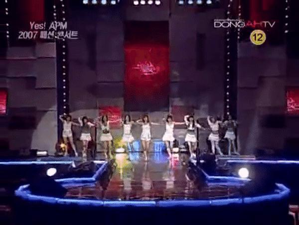 kpop idol stage, kpop idol stage accidents, kpop stage accidents, kpop stage danger, snsd stage accident