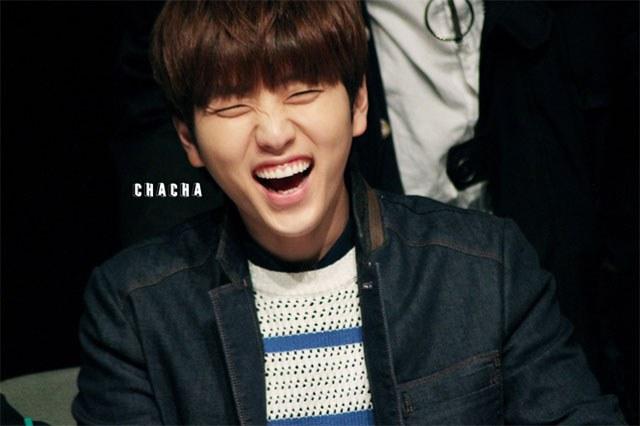 kpop idols laughing, kpop idols laugh, kpop laughing, happy laughing, laughing, sandeul laugh