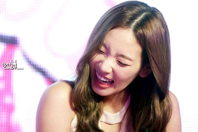 kpop idols laughing, kpop idols laugh, kpop laughing, happy laughing, laughing, taeyeon laugh