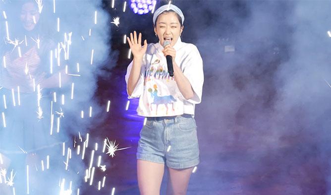 kpop idol, kpop idol stage, kpop idol confetti, kpop stage confetti, kpop stage fireworks