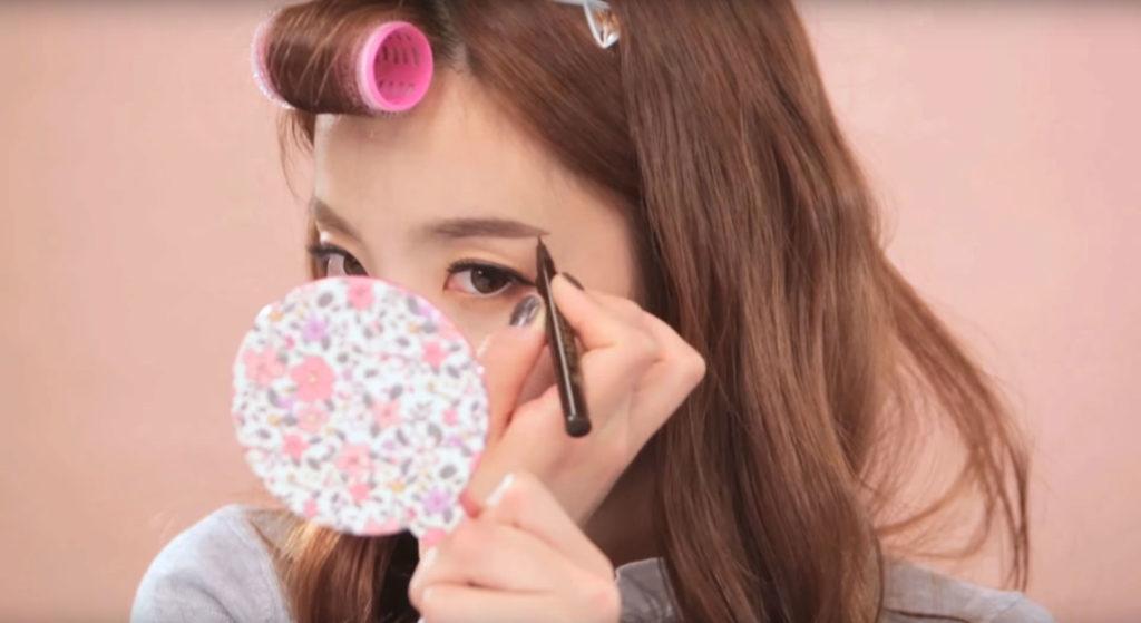 korean beauty tip, kpop beauty tip, kpop eyebrows, korean eyebrow tip, straight eyebrow tip, kpop idol eyebrow tip, krystal eyebrows, clio eyebrows, jisook eyebrows, gong hyo jin eyebrows