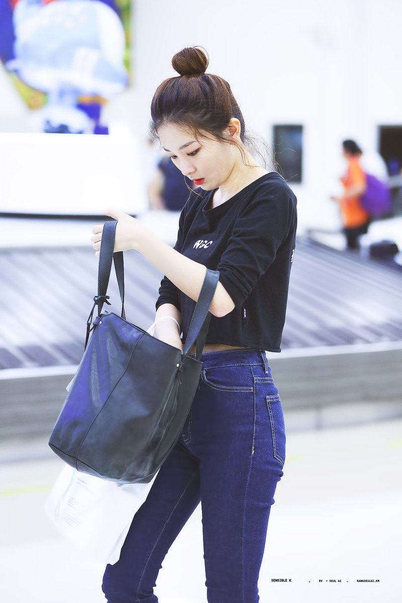 K Pop Idol With Fabulous Airport Fashion Red Velvet Seulgi Kpopmap