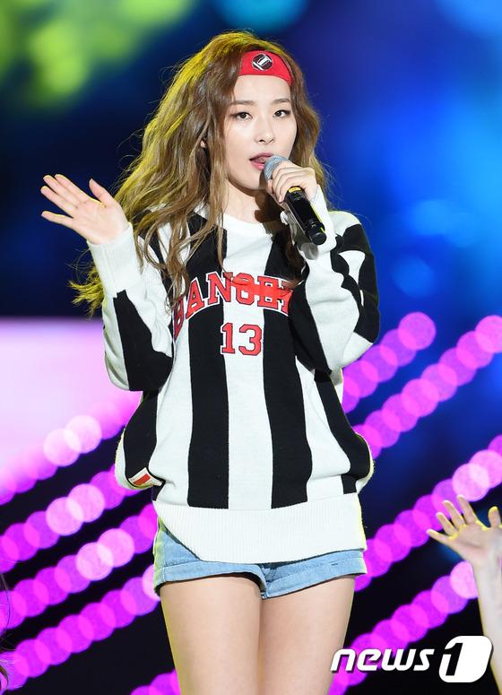 kpop idols headband, kpop headbands, kpop idols wearing headbands, seulgi headband