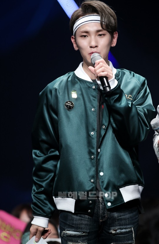 kpop idols headband, kpop headbands, kpop idols wearing headbands, shinee key headband