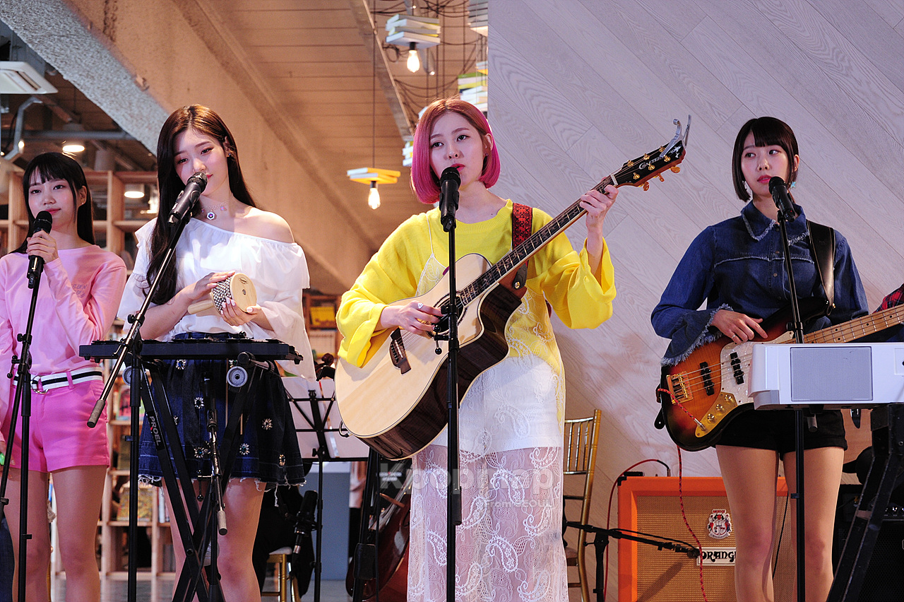 Exclusive Moments Of Dia S Quot Yolo Quot Live Music Show Kpopmap
