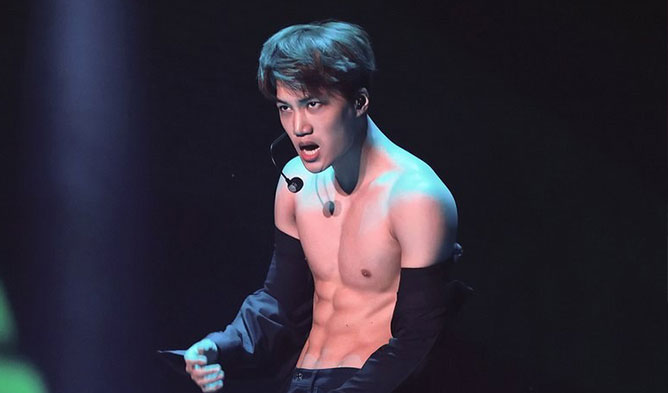 kai of exo caught with crazy hot abs on exo concert � kpopmap