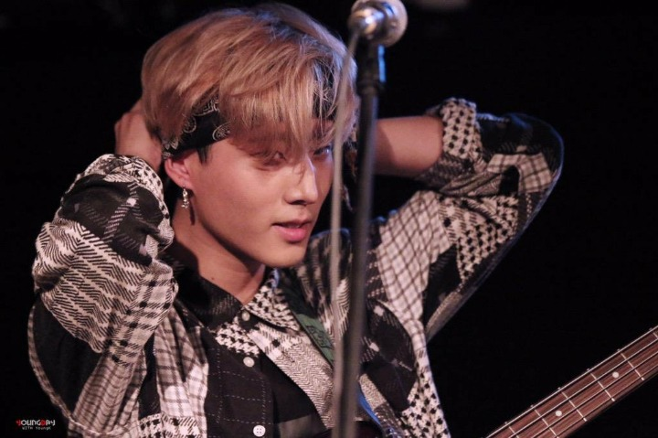Top 12 Idols Who Perfectly Pull Off With Cute Bandannas ...