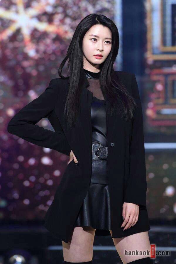kpop 2017, kpop tallest, tallest idols, tall female idols, tallest kpop, female idols, hello venus, nara