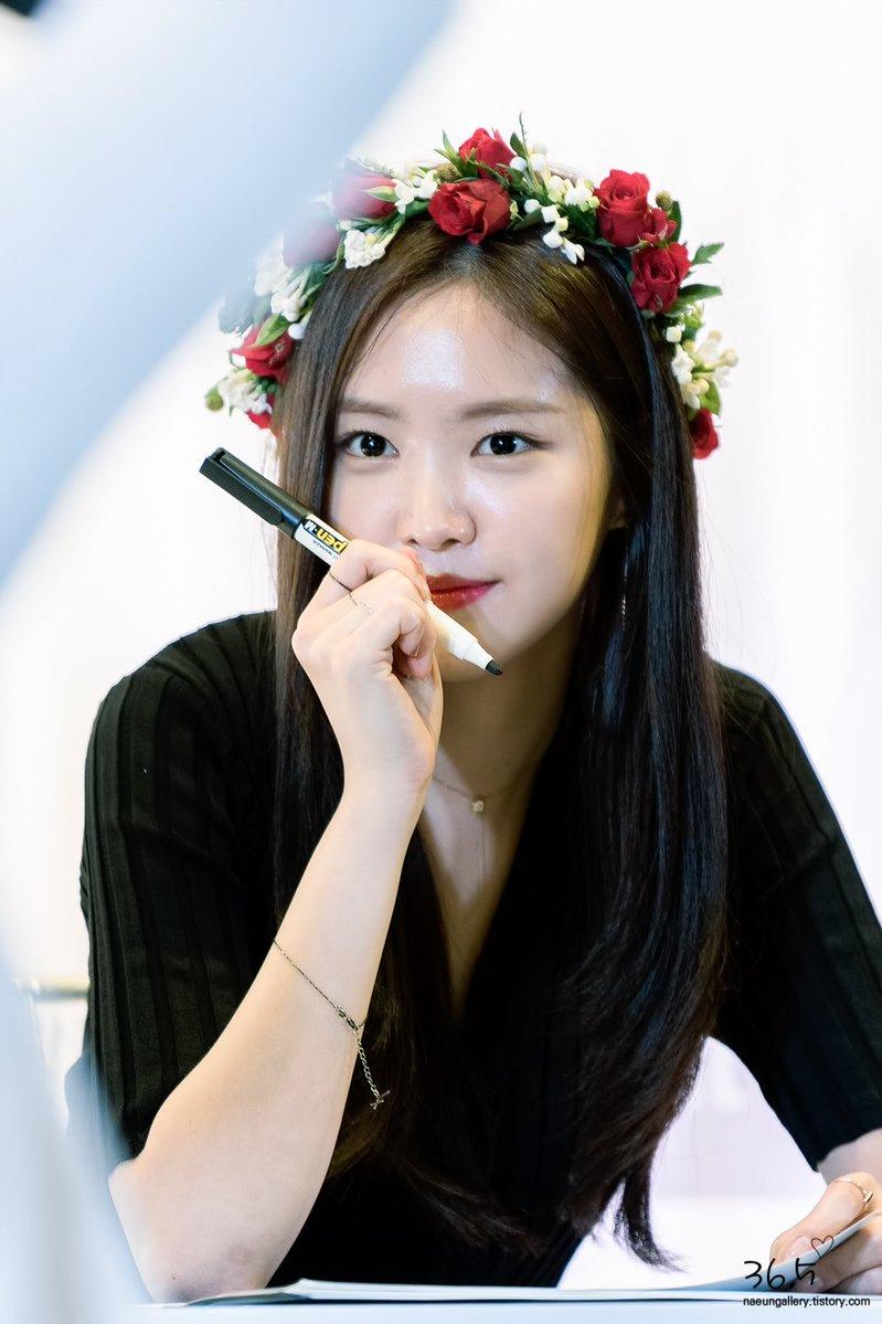 boa, chaeyoung, twice chaeyoung, kpop idol baptismal name, kpop christian name, kpop christian idol, hyomin, jisook, jun hyosung, mamamoo, hwasa, wheein, son naeun, apink, park chorEong