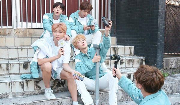 Photo )) Behind-the-Photos of BTS 2018 Season's Greetings Calender