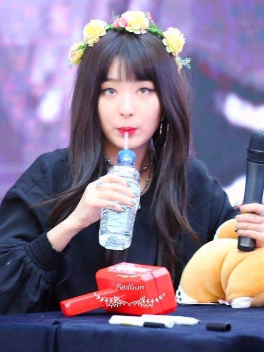 SeulGi, Red Velvet SeulGi, SeulGi Drinking Water