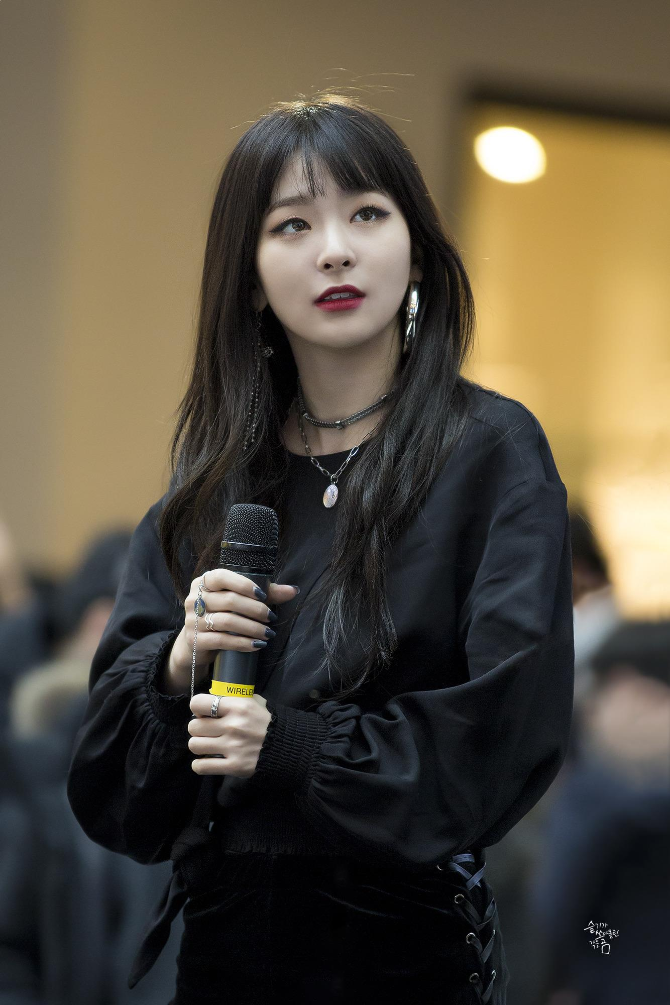 SeulGi, SeulGi Profile, SeulGi All Black, Red Velvet SeulGi