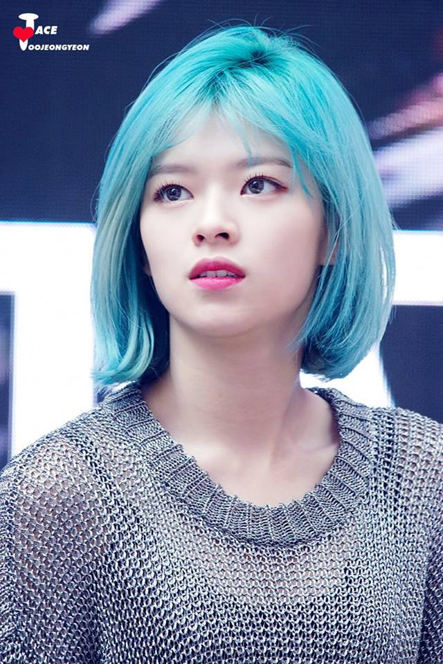 Twice Jeongyeon S Hairstyle Changes To Blue Kpopmap