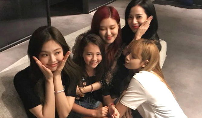 909127afc  Baby Jennie  Ella Gross Meets BLACKPINK After Signing To The Black Label