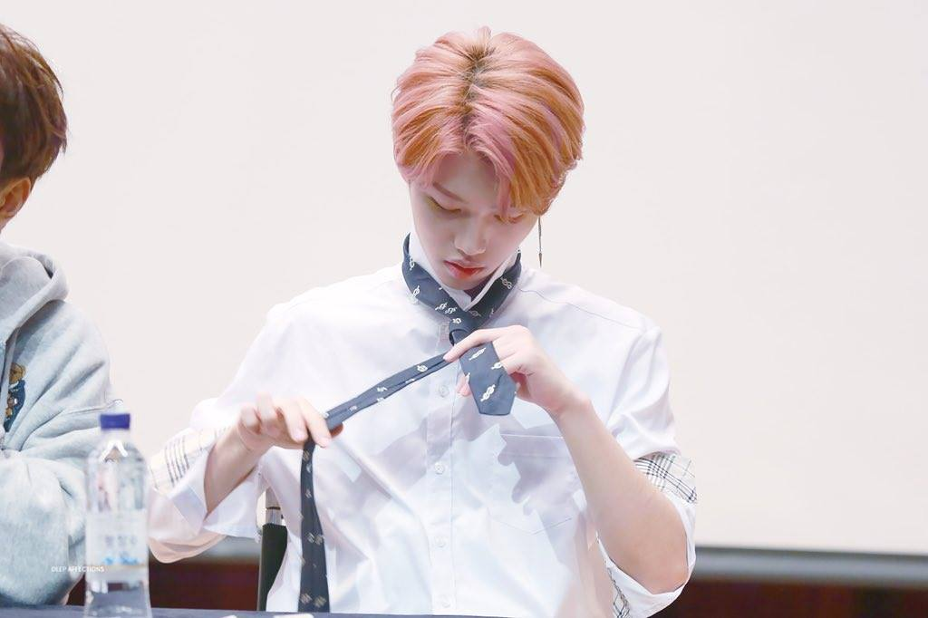 Stray Kids' Felix Causes Fans To Hold Their Breath While