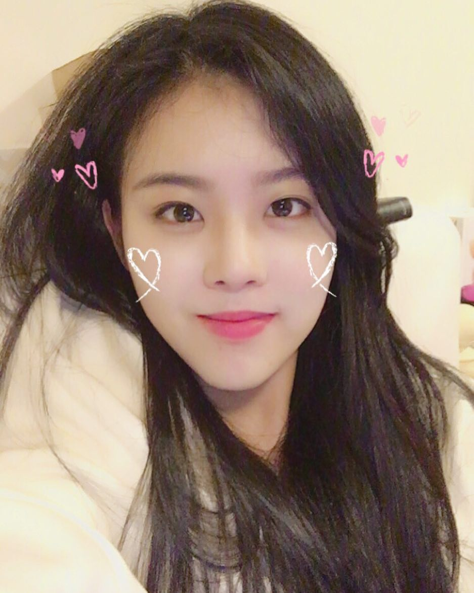 Fans Shocked By How Much Blackpink Rose S Sister Looks Like Jisoo