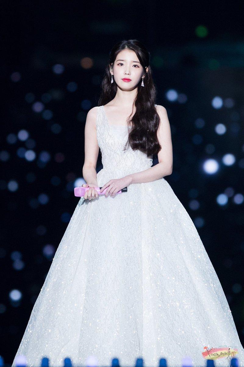 Iu S Stylist Gets Praised For Choosing Wonderful Outfits