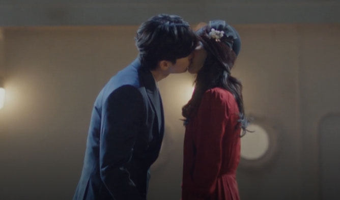 "First And Forever Last Kiss Of Lee Jong Suk And Shin Hye Sun In Last Episode Of ""Praise of Death"""