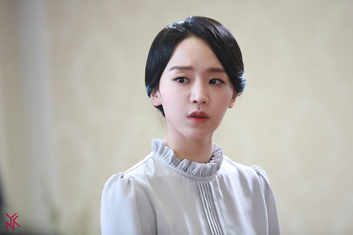 "Shin HyeSun Wows With Graceful Costumes In ""Hymn Of Death"