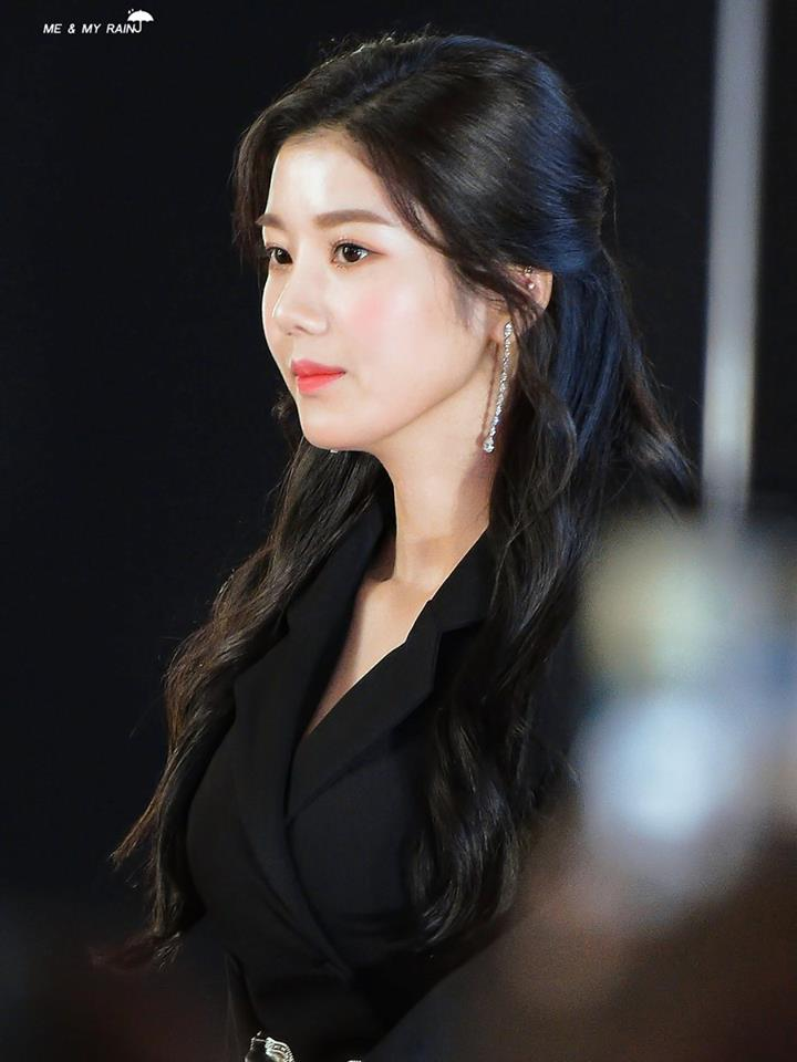 Iz One S Kwon Eunbi Looks Gorgeous With Big And Intricate