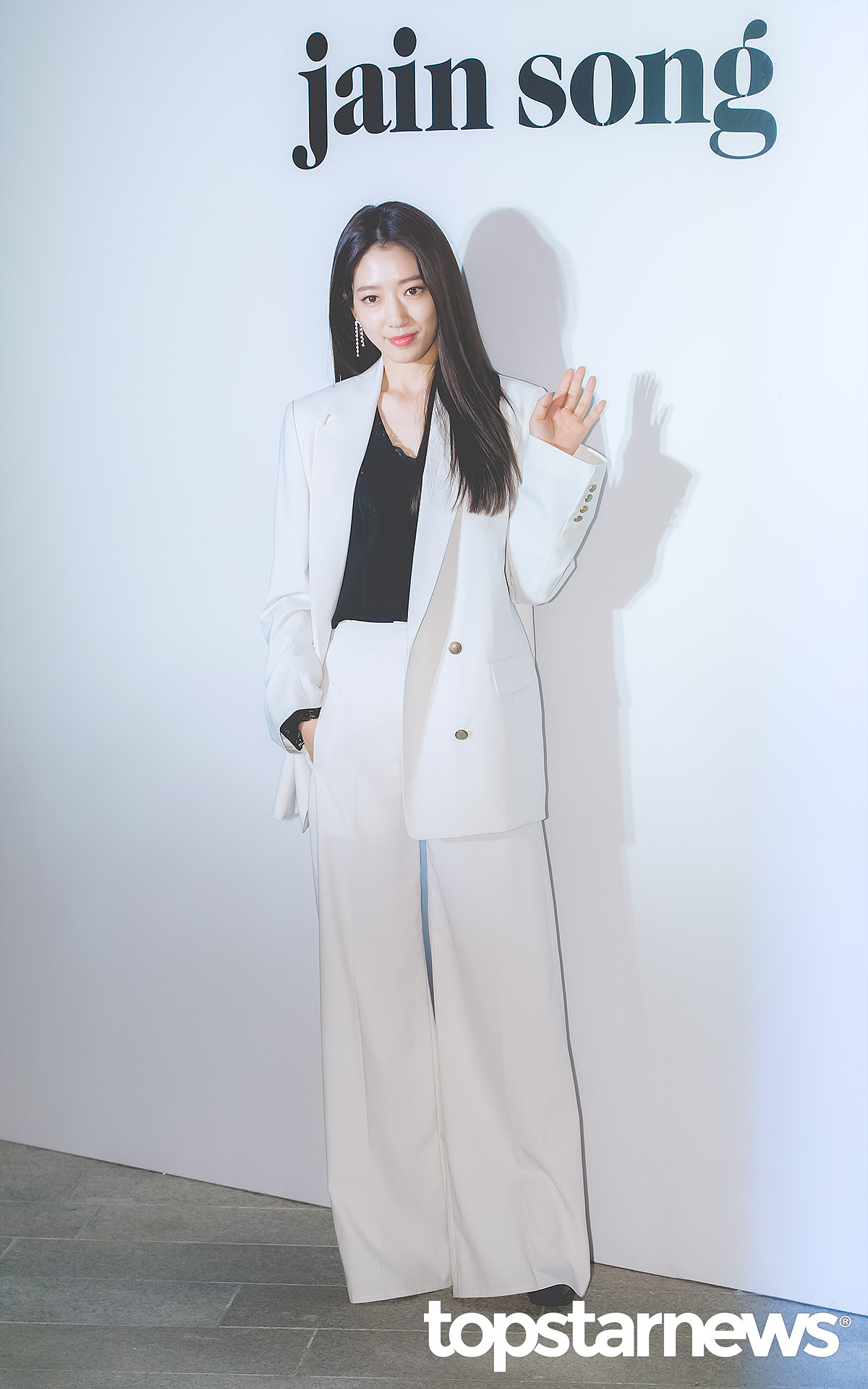 best korean celeb outfit, korean actors fashion, park shin hye