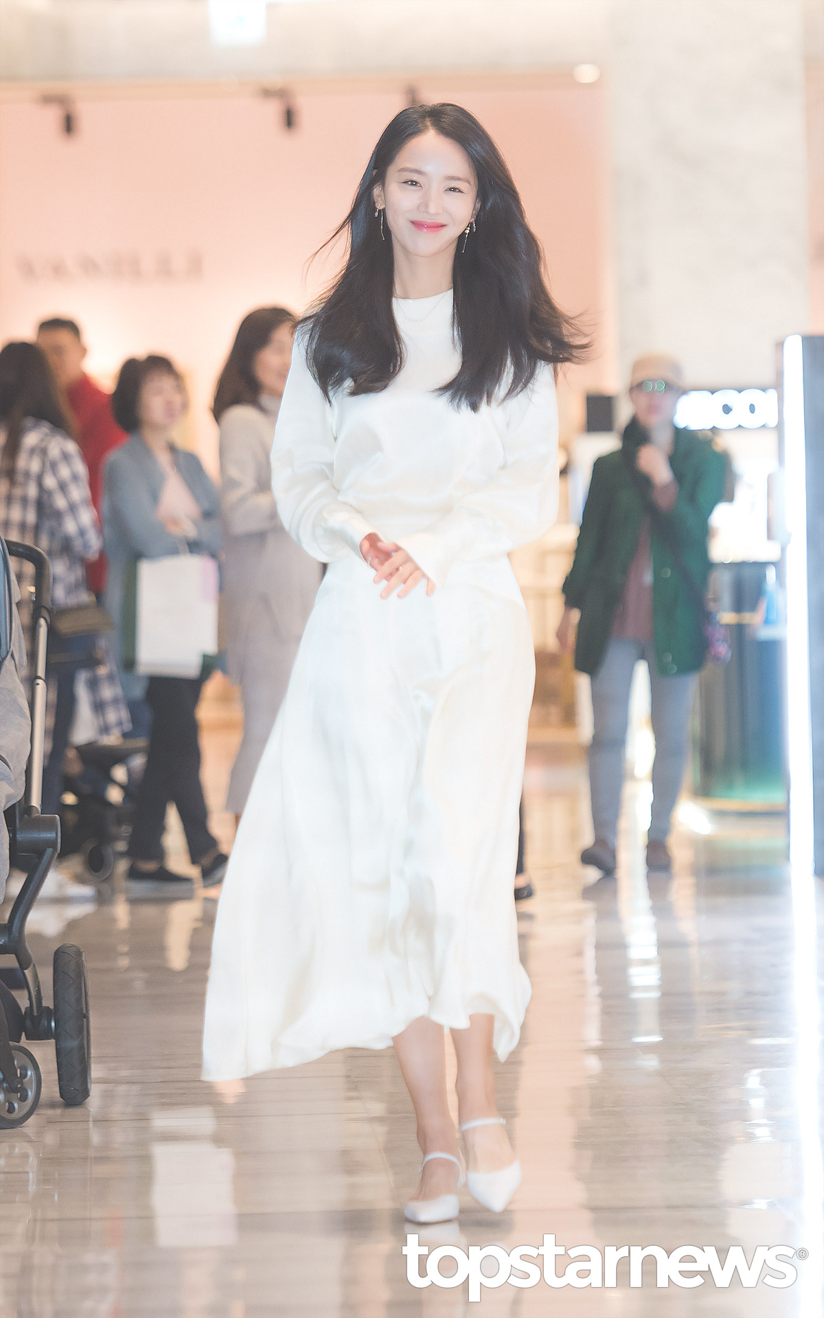 best korean celeb outfit, korean actors fashion, shin hye sun